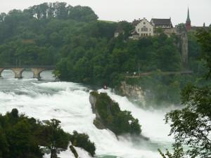 ライン滝の城と岩と橋