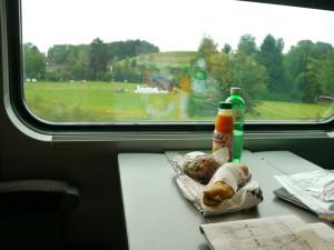 ICN列車内でのランチ