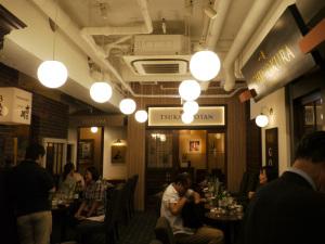 19_22_01_日本酒バー_中央全景