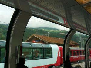 ベルニナ・エクスプレスの車窓からのグレッシャー・エクスプレス