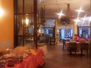 ベリンツォーナのホテルでの朝食スペースとカフェ
