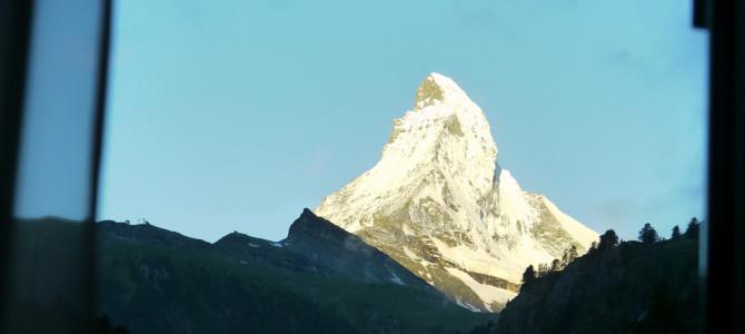 ホテルの窓からマッターホルン(Matterhorn)