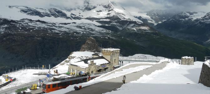 ゴルナーグラート(Gornergrat)で山々を眺望
