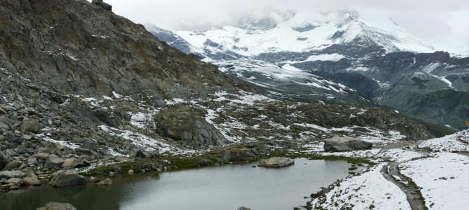 リュッフェルゼー湖(riffelsee)を見つつハイキング