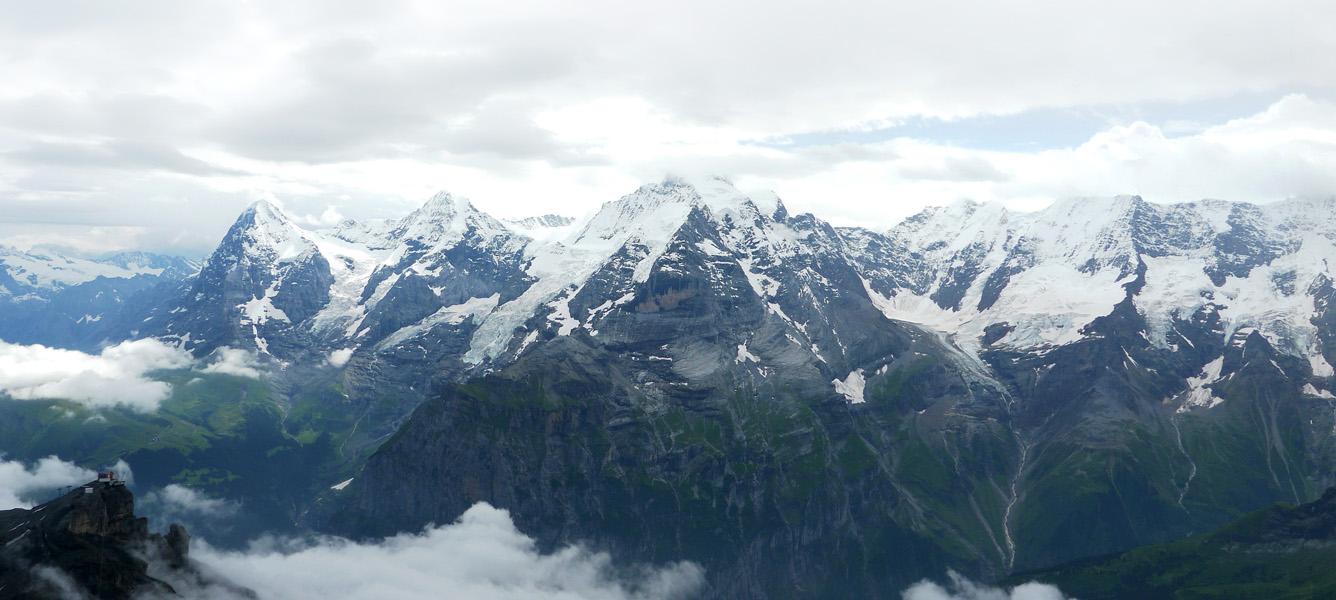 シルトホルン展望台からのアイガー・メンヒユングフラウの山並