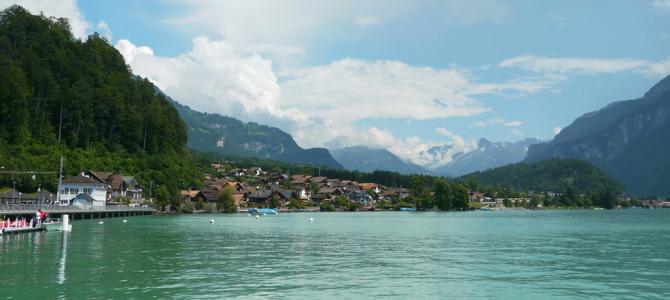 青緑のブリエンツ湖(Brienzersee)遊覧船