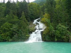 ブリエンツ湖へのギースバッハ滝