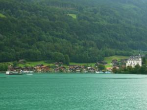 ブリエンツ湖遊覧船から対岸の城など
