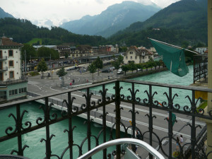 窓からのアーレ川などの眺め