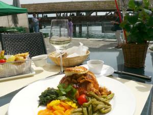 カペル橋畔の_テラスレストランでランチ