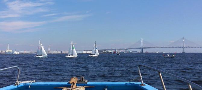 船でヨットレース観戦 横浜ビールから